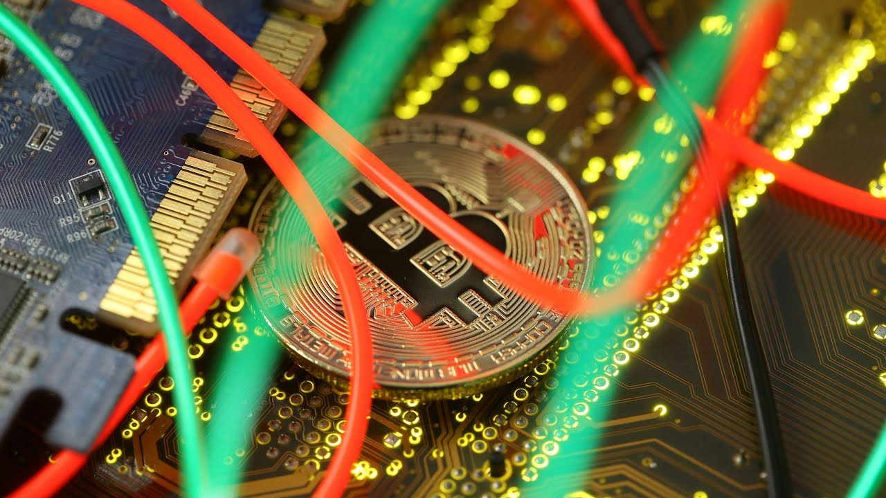 As bitcoin holds $5,300, is it time to take risk on altcoins?