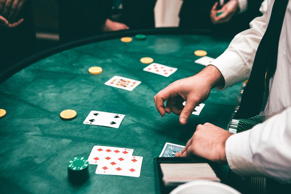Play blackjack at the table