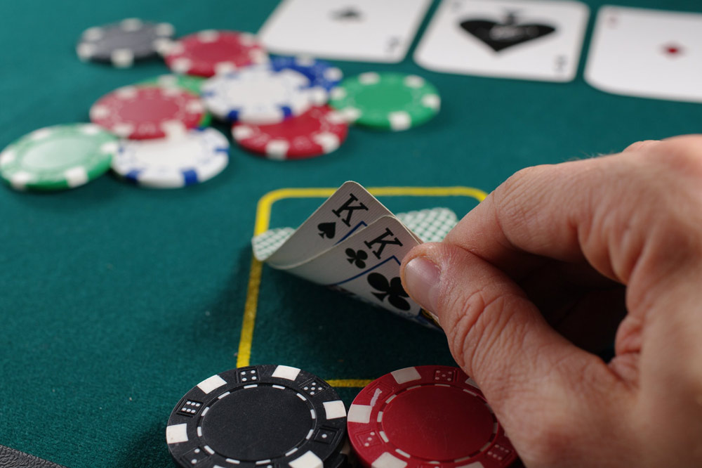 Learn The Art Of Bluffing In Poker & How To Fool Your Opponent
